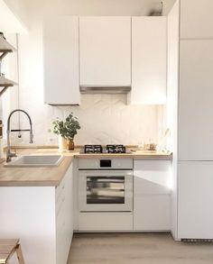 Apartment Kitchen Ideas: 20 Inspiring Decors for a Tiny Space Minimalist Kitchen Apartment décors Ideas Inspiring Kitchen Space Tiny Small Apartment Kitchen, Home Decor Kitchen, Kitchen Interior, Home Kitchens, Ikea Small Kitchen, Ikea Kitchens, Kitchen Ideas For Small Spaces, Tiny Kitchens, Smart Kitchen