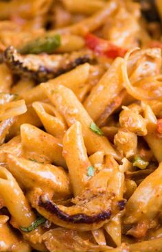 This Chicken Fajita pasta is a perfect marriage between Italian and Mexican Cuisine Pasta in a delicious creamy Fajita Sauce Chicken Onion and peppers Perfect one-pot dinner recipe that comes together in 30 minutes Easy Chicken Dinner Recipes, Chicken Pasta Recipes, Easy Pasta Recipes, Fajita Chicken Pasta, Delicious Pasta Recipes, Chicken Pasta Casserole, Easy Chicken Fajitas, Ic Recipes, Creamy Chicken Pasta