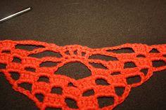 Da er den her. Norsk oppskrift på hodeskalle-sjal. Crochet Necklace, Craft, Crocheting, Amigurumi, Skull, Prepping, Threading