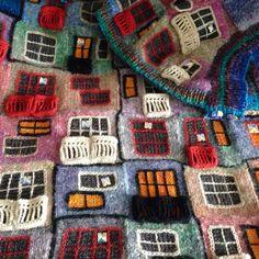Patchwork Fabric Fashion Inspiration 62 New Ideas Knit Art, Crochet Art, Crochet Woman, Intarsia Knitting, Knitting Yarn, Knitting Patterns, Gilet Crochet, Freeform Crochet, Patchwork Quilt Patterns