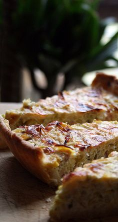 prairies on petals - food and photography: Leek and bacon pie Leek Recipes, Tart Recipes, Real Food Recipes, Cooking Recipes, Bacon Pie, Leek Pie, Savory Tart, Food Festival, Savoury Dishes