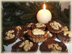 Košíčky s ořechovou náplní Christmas Cookies, Muffin, Breakfast, Cake, Food, Xmas Cookies, Morning Coffee, Christmas Crack, Christmas Biscuits