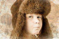 Om man är snabb kan man få fantastiska uttryck från barn. Jag tyckte att hon såg ut som en riktig äventyrare med den minen så jag spann vidare på det temat i Photoshop och gjorde en bild med polarexpeditions tema! :)