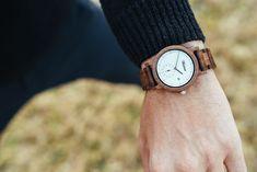 Nové hodinky so sebou prinášajú nové zážitky. Chystáte sa cestovať? S novými hodinkami lietadlo už určite nezmeškáte Wood Watch, Watches, Accessories, Fashion, Wooden Clock, Moda, Wristwatches, Fashion Styles, Clocks