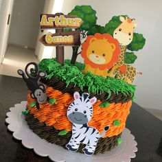 Jungle Birthday Cakes, Jungle Theme Cakes, Safari Theme Birthday, Safari Cakes, Baby Boy Birthday, Animal Birthday, Festa Safari Baby, Safari Baby Shower Cake, Jungle Decorations