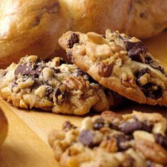 Dream Jumble Cookies - With raisins, semisweet chocolate, pecans, and almonds, these easy cookies are a dream to eat as well as to make. Fall Cookie Recipes, Cookie Desserts, Just Desserts, Delicious Desserts, Dessert Recipes, Yummy Food, Baking Cookies, Delicious Chocolate, Gastronomia