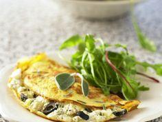 Frischkäse-Omelett mit Salbei - smarter - Kalorien: 256 Kcal - Zeit: 20 Min. | eatsmarter.de Frischkäse + Eier + Salbei = Lecker!!!!