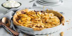 Karameller og epler en en magisk kombinasjon i eplepai. Oppskrift på eplepai med karamell. Verdens enkleste karamellsaus. Apple Pie, Baking, Eat, Ethnic Recipes, Cakes, Yummy Yummy, Apples, Food, Caramel