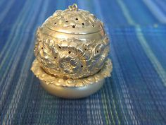Beautifu Antique Whiting & Co Sterling Silver Tea Ball Strainer