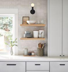 Kitchen Rug, Kitchen Shelves, Kitchen Decor, Outdoor Dining Furniture, Entryway Furniture, Küchen Design, House Design, Kitchen Views, Scandinavian Kitchen