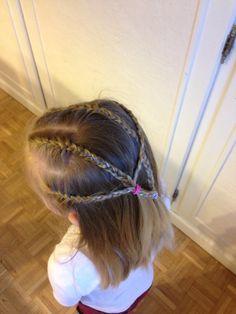 Des coiffures simples et faciles à faire pour tous les jours ; c'est ce que vous trouverez sur mon blog ! Içi un méli-mélo: suivez le tuto sur mon blog A bientôt pour de nouvelles idées !