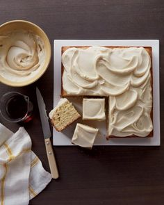 Maple Cake The incomparable flavor of pure maple syrup is reason enough to make this sweet treat; that it is also quick to prepare is an ad. Just Desserts, Delicious Desserts, Yummy Food, Sweet Recipes, Cake Recipes, Dessert Recipes, Cupcakes, Cupcake Cakes, Cake Icing