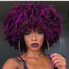 15 fall hair colors & ideas using only temporary hair dye that comes off after one wash. Suitable for anyone who wants a different hair color everyday. Purple Natural Hair, Dyed Natural Hair, Dyed Hair, Purple Hair Black Girl, Afro Hair Dye, Colored Natural Hair, Black Hair, Bold Hair Color, Fall Hair Colors