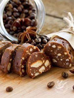Il Salame dolce al caffè è un must della tradizione, uno di quei dolci che preparavano le nonne, la cui ricetta si tramanda da generazioni!
