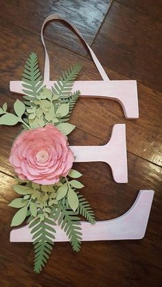 Baby girl nursery diy decor crafts shower gifts Ideas for 2019 Diy And Crafts, Paper Crafts, Wood Crafts, Diy Paper, Baby Crafts, Wood Letter Crafts, Initial Crafts, Diy Bebe, Deco Floral