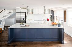 Kitchen Renovation Ideas To Inspire You In The New Year - Hamptons kitchen design Kitchen Cabinet Makers, Shaker Style Kitchen Cabinets, Shaker Style Kitchens, Kitchen Cabinet Styles, Glass Cabinets, Shaker Cabinets, White Cabinets, Vintage Kitchen Decor, Rustic Kitchen
