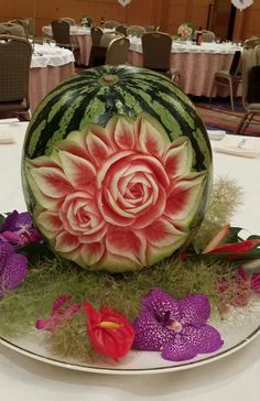 Watermelon carving Watermelon Fruit Salad, Watermelon Basket, Rainbow Fruit, Fruit Salads, Easy Food Art, Creative Food Art, Watermelon Carving Easy, Deco Fruit, Fruit Sculptures