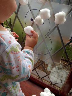 Os dejo una lista de ideas de actividades para bebés de 1, 2 y 3 años para hacer relacionadas con el invierno! Encontré actividades muy originales en Pinterest son actividades sensoriales, de aprendizaje y de mucha diversión… Espero que las disfrutéis 1- Bolsa sensorial de invierno (+1 año) Puedes ver cómo se hace en:Snowman Sensory [&hellip