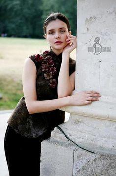 Валяный жилет «В сентябре» - коричневый,фиалки,войлок,ирина демченко,теплый жилет