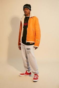 Heron Preston Fall 2018 Menswear collection, runway looks, beauty, models, and reviews.