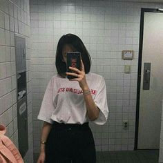 Well girls,we all are fashion divas aren't we?so I'm sharing my ideas with y'all 💚 Ulzzang Korean Girl, Cute Korean Girl, Asian Girl, Ulzzang Style, Ulzzang Short Hair, Korean Short Hair, Korean Bob, Ulzzang Hairstyle, Korean Aesthetic