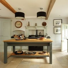 Looking for country kitchen decorating ideas? Take a look at this country-style kitchen from Beautiful Kitchens for inspiration. For more kitchen ideas, visit our kitchen galleries Shaker Style Kitchens, Farmhouse Style Kitchen, Cool Kitchens, Country Kitchens, Shaker Kitchen, Modern Kitchens, Kitchen Living, New Kitchen, Kitchen Decor