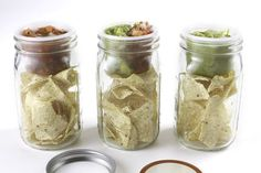 chips and dip to go! Mason jars with bento cups that fit inside the top of the jar and you can pack the dry goodies down below. This plus 12 MORE Amazing Mason Jar Accessories (and smart ways to use them). #masonjar #ad #ebay