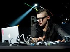 Today I show you how to make Dubstep. Ever wondered how famous Dubstep artists such as Skrillex and Skream became as good as they are? the answer is simple; Dubstep, Best Dj, Beats By Dre, Laughter, Haha, Funny Pictures, Funny Pics, Hilarious, Singer