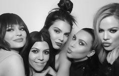 Kylie, Kourtney, Kendall, Kim and Khloé❣ Kourtney Kardashian, Kim Khloe Kourtney, Familia Kardashian, Kim And Kylie, Estilo Kardashian, Kardashian Family, Kardashian Jenner, Kardashian Style, Kardashian Workout