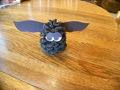 Pine cone bat craft for kids Pinecone Crafts Kids, Pinecone Ornaments, Holiday Crafts For Kids, Pine Cone Crafts, Crafts To Do, Fall Crafts, Halloween Crafts, Diy For Kids, Kid Crafts