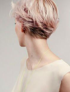 coupe de cheveux courte femme couleur rose pale, les tendances chez les coiffures courtes