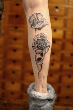 Black and white poppy // friggin love this