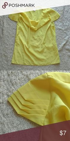 Yellow Silky Top With Sleeve Details Cowl neck. Loops for small waist belt. Great for under blazers for work. Kurti Sleeves Design, Sleeves Designs For Dresses, Sleeve Designs, Dresses With Sleeves, Kurti Patterns, Blouse Patterns, Blouse Designs, Cool Sleeves, Types Of Sleeves