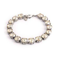 Koop deze chique beige armband van design merk Krikor bij Aurora Patina, de leukste sieraden webshop van Nederland!