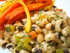 Hoppin' John is a southern dish of black-eyed peas and rice. It's traditionally enjoyed on New Year's Day to ensure prosperity in the coming year. From all of us to all of you, we're wishing you a Happy & Healthy New Year! Vegan Lunch Recipes, Cereal Recipes, Dinner Recipes, Healthy Recipes, Vegetarian Entrees, Dip Recipes, Summer Recipes, Healthy Foods, Holiday Recipes