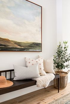 Style At Home, My Living Room, Living Room Decor, Entryway Decor, Entryway Ideas, Entry Foyer, Entryway Bench, Modern Entryway, Home And Deco