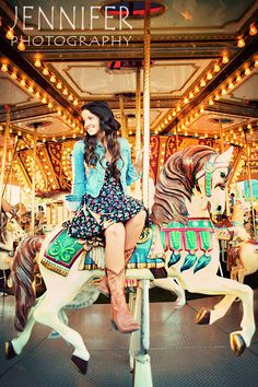 I SO want to do a sr shoot at the carousel!