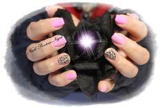 Unhas em Gel cor Rosa com nail art rosas e gliters finos <3