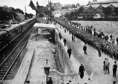 WW1. A column of German prisoners of war line up outside Southampton Central train station. ––Historic Southampton, Twitter