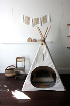 I love the round opening in this teepee (tipi). Simple and a perfect nook for the playroom. Rooms Decoration, Room Decor, Deco Kids, Kids Room Design, Kid Spaces, Kids Decor, Decor Ideas, Boy Room, Diy For Kids