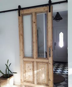 : Sliding doors: how to integrate the practical doors! Sliding doors can be a real highlight in your apartment. Let yourself be inspired or show us how yo doors homedecorelegant homedecorfarmhouse homedecorkitchen integrate practical simplehomedecor s Vintage Home Decor, Diy Home Decor, Door Design, House Design, Sliding Doors, Barn Doors, Diy Furniture, Sweet Home, New Homes