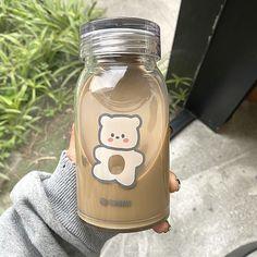 Cream Aesthetic, Aesthetic Coffee, Brown Aesthetic, Aesthetic Food, Cute Water Bottles, Glass Water Bottle, Bebidas Do Starbucks, Enjoy Your Meal, Cafe Food