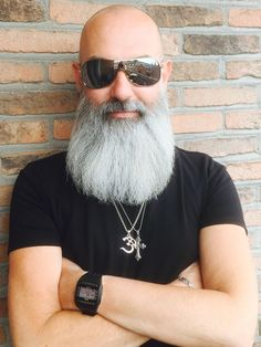 Beard styles for bald guys don't have age limit and bald men should consider growing beard to enhance their general outlook. Bald Men With Beards, Bald With Beard, Grey Beards, Goatee Beard, Beard Haircut, Beard Game, Epic Beard, Bald Men Style, Beard Model