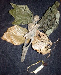 DIY....making a mummy fairy. Love it. I'm making this and putting it in a frame and hanging it for Halloween!!