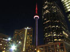 The CN Tower lit red and white for World MS Day / La Tour s'est illuminée de rouge et blanc pour saluer la Journée mondiale de la SEP
