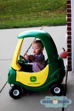 Mom-Made Sewing Shop: Cozy Coupe Makeover Little Tykes Car, Diy For Kids, Cool Kids, Little Country Boys, Cozy Coupe Makeover, John Deere Party, Backyard Play, Outdoor Toys, Diy Arts And Crafts