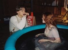The crushing moment you realize Titanic was filmed in a plastic swimming pool : /