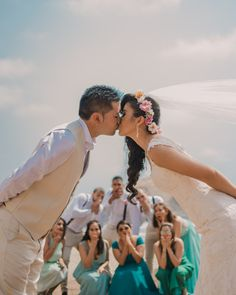 Bodas en la playa #KatanaWedding #matrimoniocompe #bodasperu #bodasenlaplaya #playa #matrimonioplayero #bodasenverano #verano Here Comes The Bride, Photoshoot, Poses, Couple Photos, Couples, Ideas, Couple, Wedding Card, Wedding Photoshoot
