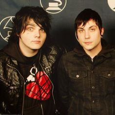 Mcr I just love that Gee is wereing a Green Day shirt. My fave bands in one! Gerard And Frank, Gerard Way, Frank Iero, Emo Bands, Music Bands, Rock Bands, My Chemical Romance, Green Day Shirt, I Love Mcr