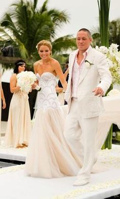 pre-owned wedding dresses website - purchase a great gown for a fraction of the price!